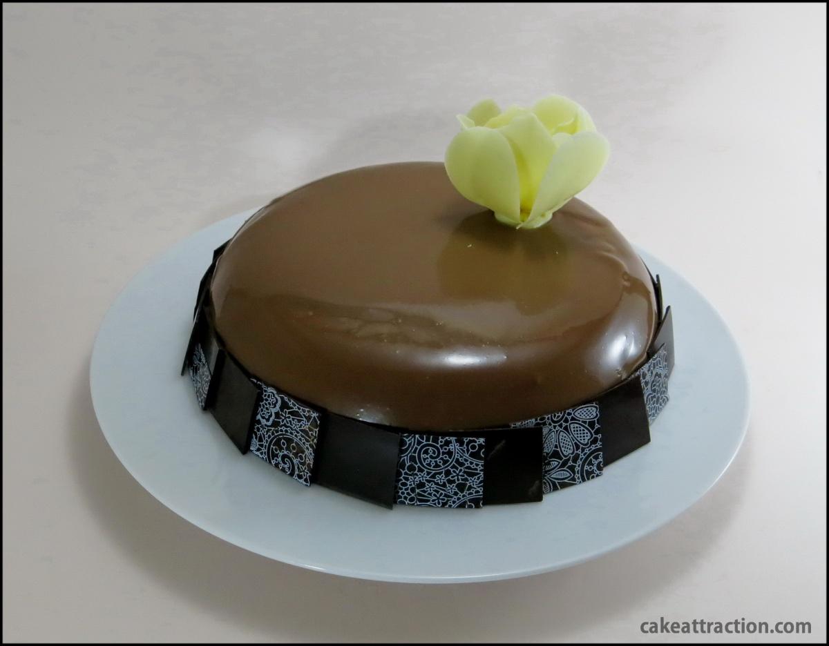 Tarta Espejo con Mousse de Chocolate con leche y Frutos Rojos